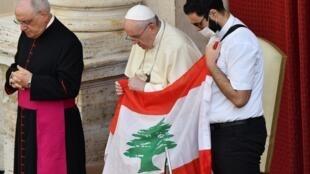 Le Pape François a lancé un appel à la solidarité internationale avec le Liban et a exhorté les responsables libanais à s'engager sincèrement pour l'avenir de leur pays.