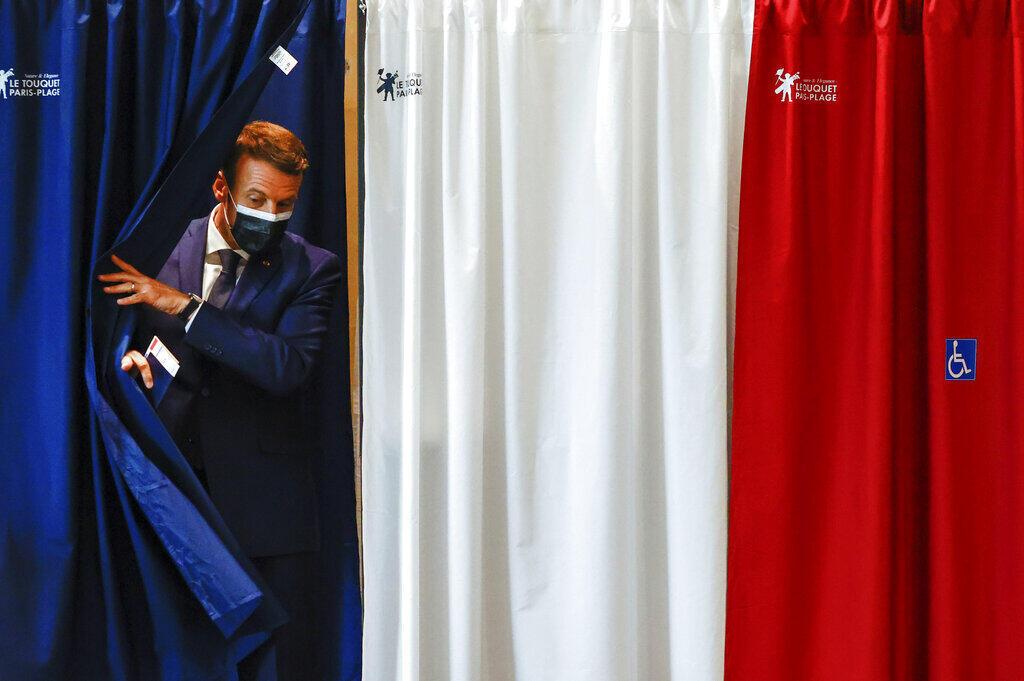امانوئل ماکرون رئیس جمهوری فرانسه در دور اول انتخابات منطقهای، در شمال فرانسه رأی داد.