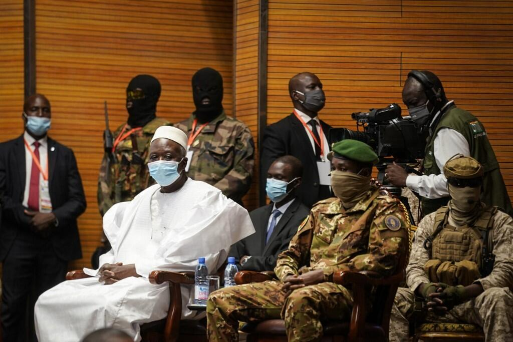 Mali transtional President Bah Ndaw (in white), at his inauguration in Bamako, 25 September 2020.