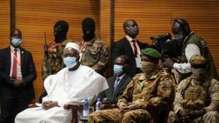 Le président de transition, Mali Bah Ndaw, lors de sa cérémonie d'assermentation au CICB, à Bamako le 25 septembre 2020.
