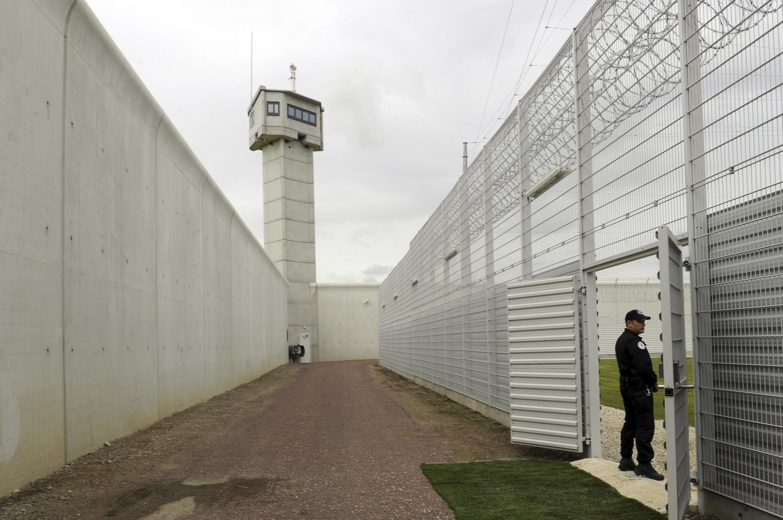 Франция, тюрьма в городе Ро (Reau)