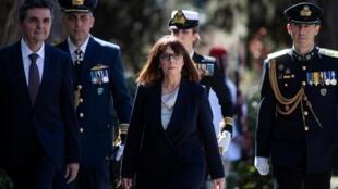 La presidenta de Grecia, Katerina Sakellaropoulou, llega a su ceremonia de asunción del cargo el 13 de marzo de 2020 en Atenas