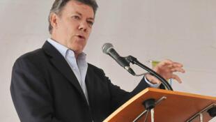 El presidente colombiano Juan Manuel Santos anunció tras reunirse con Fidel Castro y Hugo Chávez que no había consenso sobre la participación de Cuba en la cumbre.