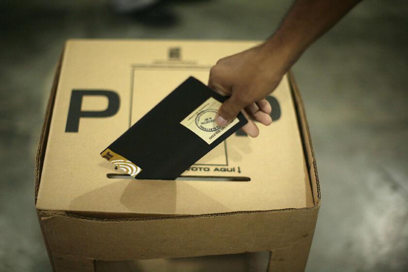 Dominicanos foram às urnas no domingo para escolher um novo presidente.