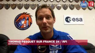 Thomas Baskett en una entrevista con RFI y France 24