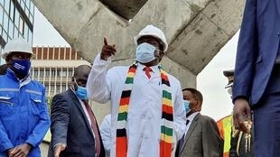 2020_12_11  Emmerson  Mnangagwa, president of Zimbabwe inspecting site of Mbuya Nehanda monument
