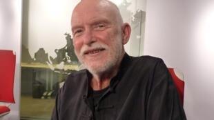 El dibujante argentino Serguei en RFI
