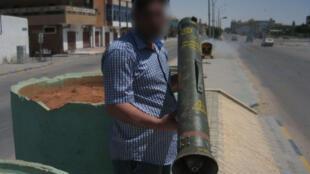 Missile «Milan» retrouvé par les envoyés spéciaux de Rfi, durant les combats dans l'Est de la Libye en 2011. ( Beaucoup de ces missiles auraient été dispersés, passant entre les mains de différentes milices).