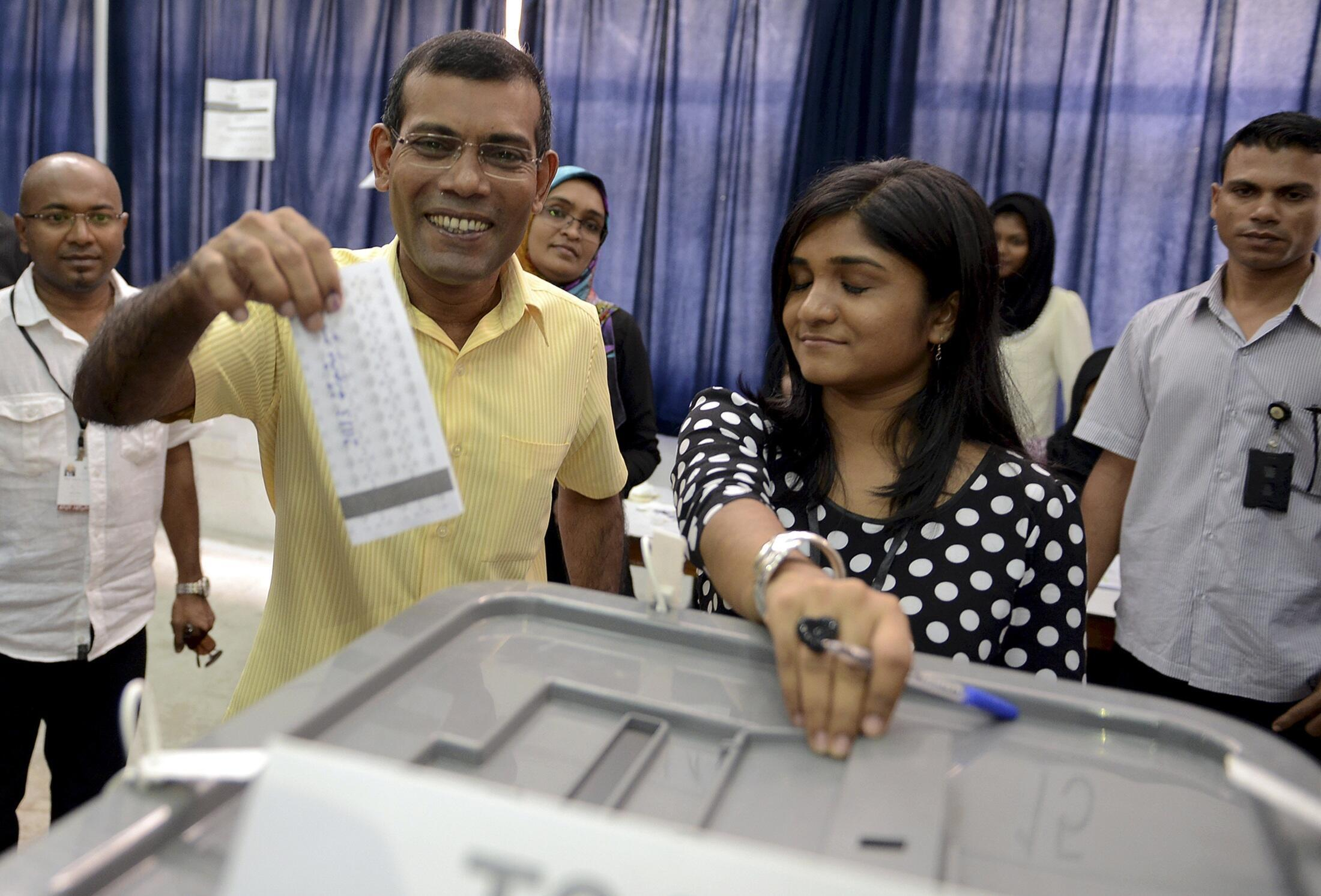 Mohamed Nasheed, candidat du Parti démocrate  et favori du scrutin présidentiel, lors du 1er tour de scrutin le 9 novembre 2013.