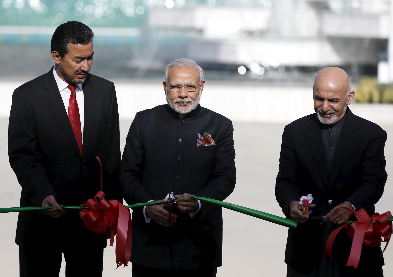 印度總理為阿富汗一印度資助建成議會大樓剪綵