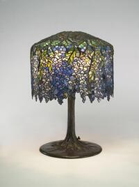 """Lampe """"Glycines"""" de Louis Comfort Tiffany, c.1901."""