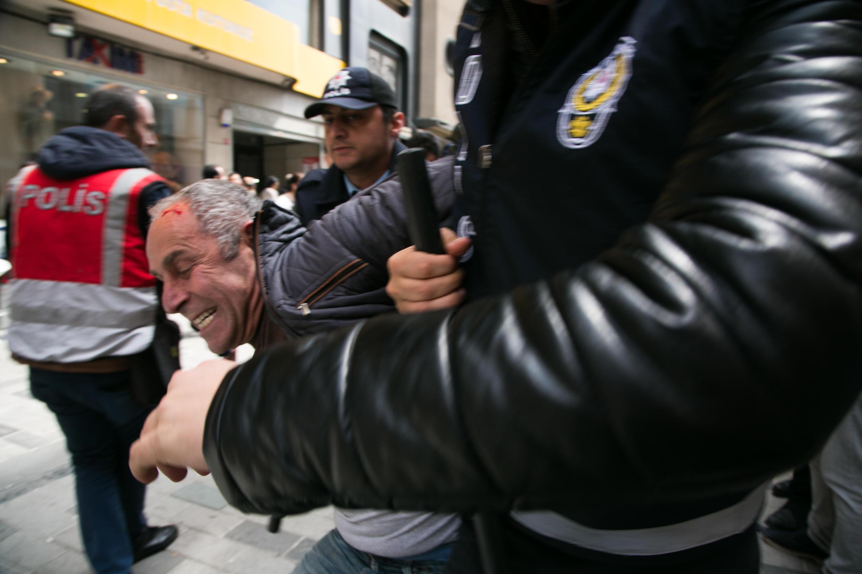 Недалеко от площади Таксим в Стамбуле 1 мая задержали десятки человек