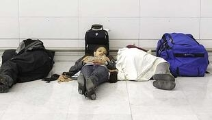 Cerca de dois mil passageiros passaram a noite acampados em Roissy.