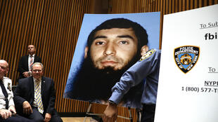 عکس سیفالله سایپُف، عامل حملۀ تروریستی روز سه شنبه٣١ اکتبر ٢٠۱٧ در منهاتان، در کنفرانس خبری که چهارشنبه به همین مناسبت در نیویورک برگزارشد به نمایش گذاشته شد.