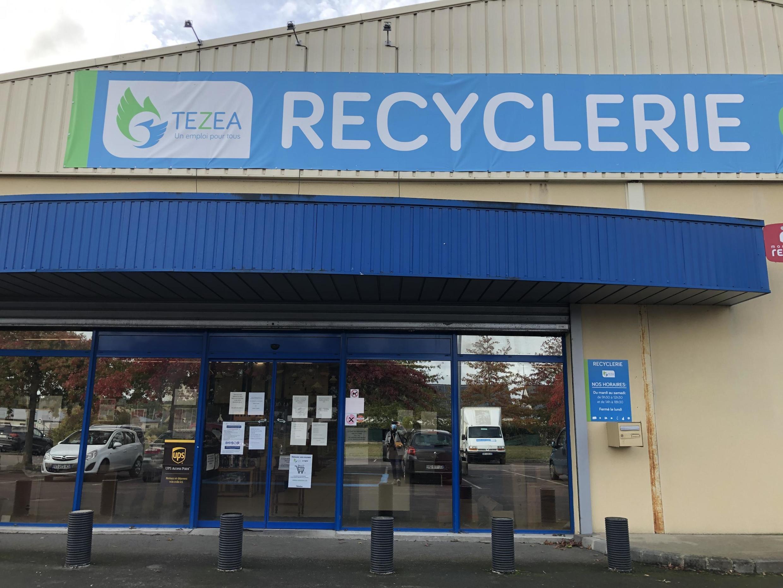 La Recyclerie est l'une des 33 activités proposées par TEZEA, l'entreprise à but d'emploi créée à Pipriac pour accueillir des chômeurs de longue durée.