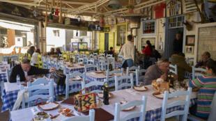 Un restaurant à Portimao dans la région d'Algarve au Portugal: le personnel vient à manquer dans l'hôtellerie et la restauration.