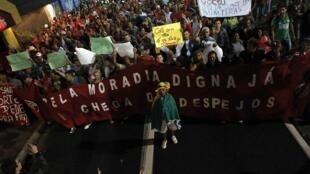 Manifestation du Mouvement des travailleurs sans logement à Sao Paulo, le 5 juin 2014.