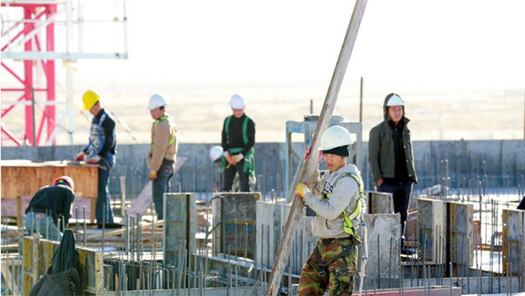 Lao động Bắc Triều Tiên trên một công trường xây dựng tại Mông Cổ