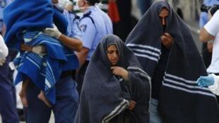 Des migrants secourus par les autorités maltaises à La Valette en 2013.