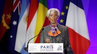 Mkurugenzi Mkuu wa IMF Christine Lagarde katika mkutano na waandishi wa habari kando na Mkutano wa Paris kuhusu madeni na maendeleo, Mei 7, 2019.