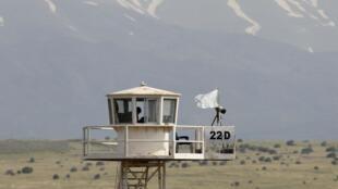 Tour d'observation de l'ONU au poste frontière de Kuneitra entre Israël et la Syrie. Plateau du Golan, le 8 mai 2013.