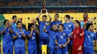 Seleção brasileira comemorando vitória em amistoso contra a África do Sul em 5 de março de 2014.