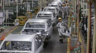 Una cadena de producción en la fábrica Peugeot-Citroën de Dongfeng, China, el 13 de febrero de 2014.