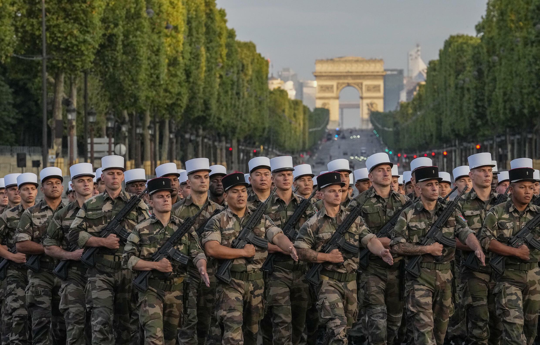 Служащие Иностранного легиона на репетиции военного парада на Елисейских полях в Париже 9 июля 2021 г.