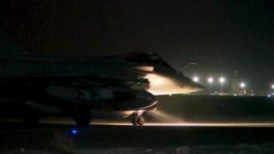 Dimanche 15 novembre, des bombes ont été lâchées par 10 avions de chasse français contre un poste de commandement et un centre de recrutement du groupe terroriste à Raqqa.