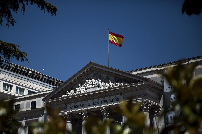 Depois de reuniões com líderes partidários, o rei Felipe VI  comunica ao Parlamento a necesidade de novas eleições.