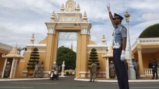 Le roi Norodom Sihamoni a reçu ce samedi 14 septembre le Premier ministre Hun Sen et le leader de l'opposition Sam Rainsy. Une nouvelle rencontre est prévue lundi.