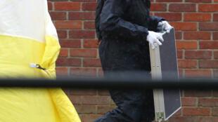 Cảnh sát Anh Quốc tại nơi cựu điệp viên Nga Skripal và con gái bị đầu độc, ở Salisbury, ngày 04/04/2018