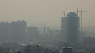 تهران در یک روز آلوده در ماه آبان ۱۳۹۸