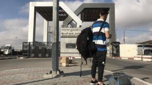 Un jeune Palestinien sur le point de quitter la Bande de Gaza, via Rafah, en juillet 2019.