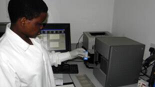 O novo método foi testado em países da África e consiste em uma máquina automática, que analisa o DNA do paciente.