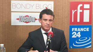Le Premier ministre Manuel Valls au siège du Bondy Blog, le 27 octobre 2015.