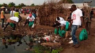 RDC - Club Rfi Lusenda - campagne de nettoyage 1 - Lac Tanganyika