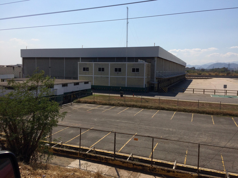 Fábricas e hangares estão vazios há anos na zona industrial de Valencia.