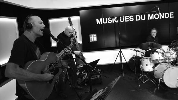 Trio Poulsen à RFI.