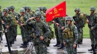 菲律宾海军部队2014年6月13日马尼拉堡博尼法西奥军营。