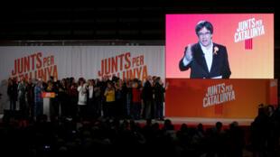 Митинг сторонников Карлеса Пучдемона в Барселоне. Сам экс-глава региона участвует по видео-связи из Брюсселя. 4 декабря 2017