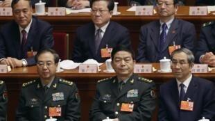 中國新任國防部長常萬全在人大會場,前排中間者,2013年3月16日。