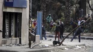 Protestos da oposição do Egito contra o presidente Mohamed Mursi no Cairo.