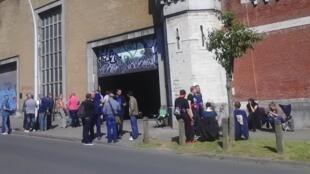 Piquets de grève de surveillants devant la prison belge de Forest, près de Bruxelles.