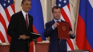 លោក Obama និងលោក Medvedev ចុះហត្ថលេខាលើសន្ធិសញ្ញា New Start នៅថ្ងៃទី ៨ មេសា ឆ្នាំ២០១០