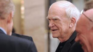 法国作家米兰·昆德拉(Milan Kundera)在巴黎 , 2010年11月30日.