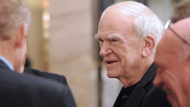 法國作家米蘭·昆德拉(Milan Kundera)在巴黎 , 2010年11月30日.