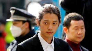 Star de la K-pop sud-coréenne, Jung Joon-young, a été condamné à six ans d'emprisonnement pour viol en réunion et pour avoir partagé des vidéos sexuelles tournées à l'insu de ses partenaires, à Séoul, le 29 novembre 2019.
