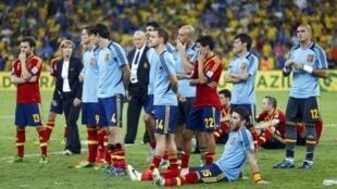 Os jogadores da seleção espanhola depois da derrota contra o Brasil por 3 a 0