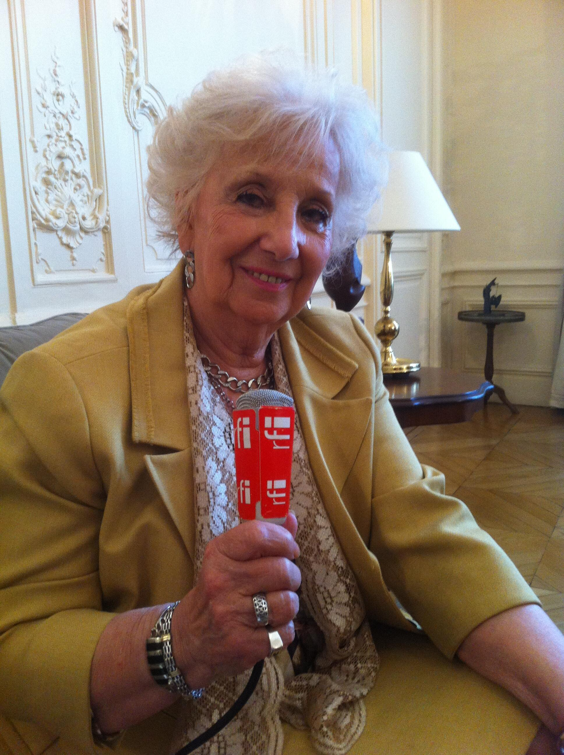 """Estela de Carlotto, la Presidente de las """"Abuelas de la Palza de Mayo"""" en París, 11 septiembre 2015  al micrófono de Braulio Moro."""